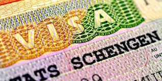 Украинцам стало еще труднее получить шенгенскую визу