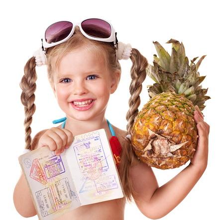 Украинским детям будут выдавать загранпаспорта