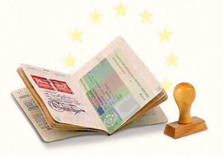 Консульства не осилили поток документов на визы