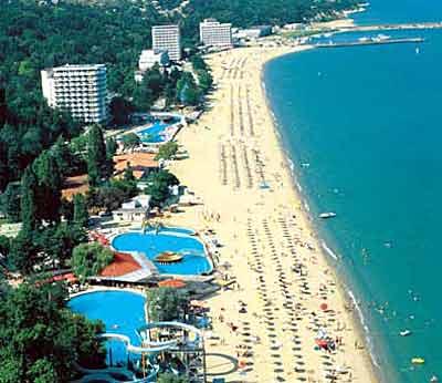 Поток туристов в Болгарию продолжает расти