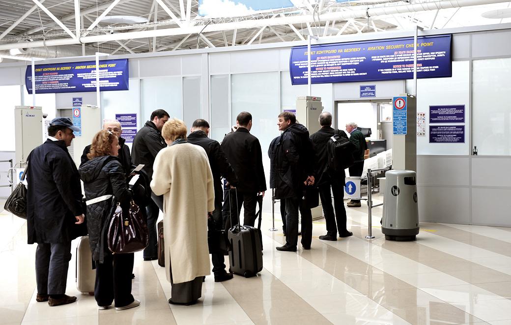 В аэропортах ЕС вводят дополнительный осмотр пассажиров
